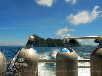 Phi Phi Don from diveboat - picture by Snippy's Snaps Diving -  scuba diving